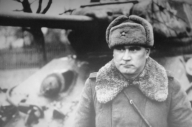 Командир 91-й танковой Фастовской бригады полковник Иван Игнатьевич Якубовский воевал в передовых порядках, ел из одного котла с солдатами, спал под брезентом на броне.
