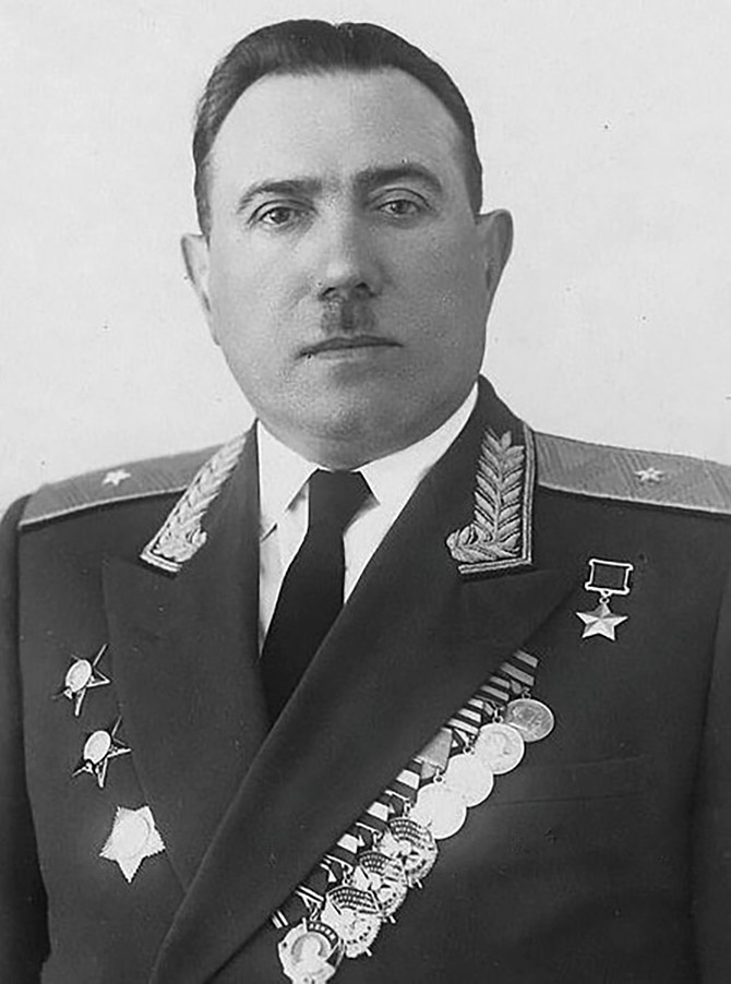 За умелое командование и личное мужество Колесникову было присвоено звание Героя Советского Союза.