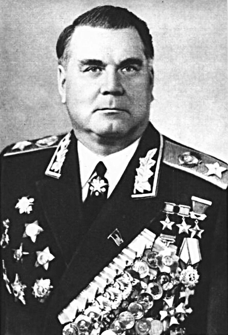 Военную карьеру Маршал Советского Союза Иван Якубовский завершил на должности первого заместителя министра обороны Советского Союза - Главнокомандующего объединёнными силами государств-участников Варшавского договора.