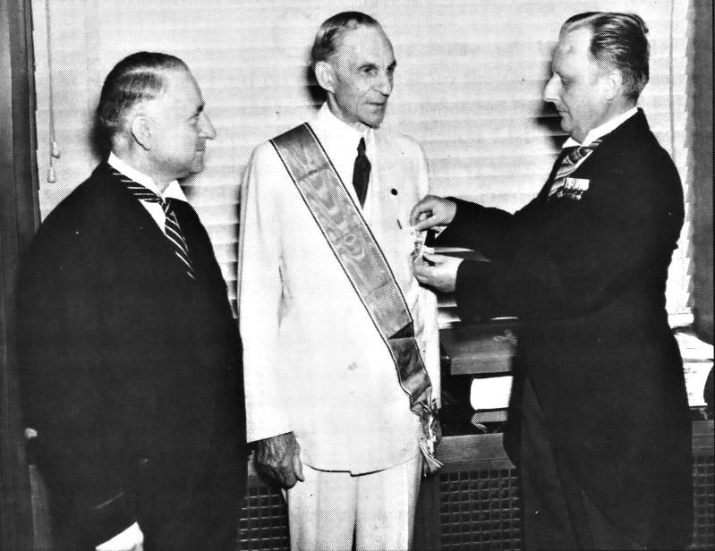 Награждение Генри Форда Большим крестом Германского орла.
