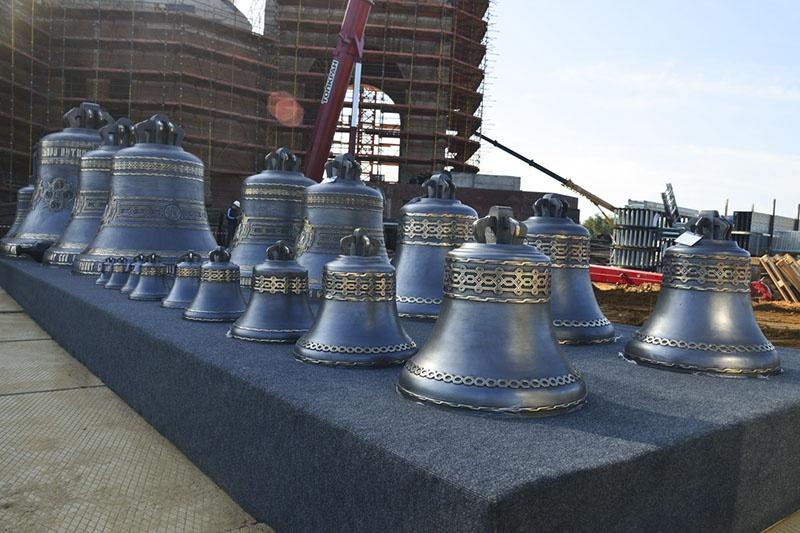 18 колоколов весом от 10 тонн до 8 кг отливались 3 месяца подряд на Воронежском колокололитейном заводе «Вера».
