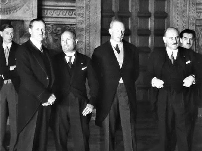 1933 год. Пакт четырёх - Италия, Германия, Англия, Франция предопределили мировую войну.