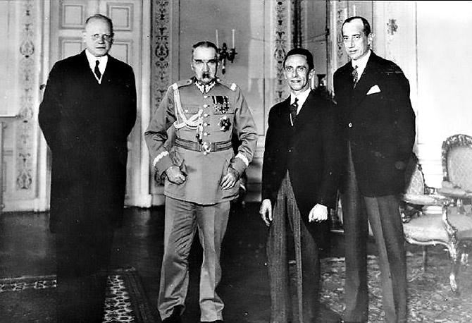26 января 1934 года Польша заключила с Германией договор о ненападении. 1 сентября 1939 г. Германия напала на Польшу.