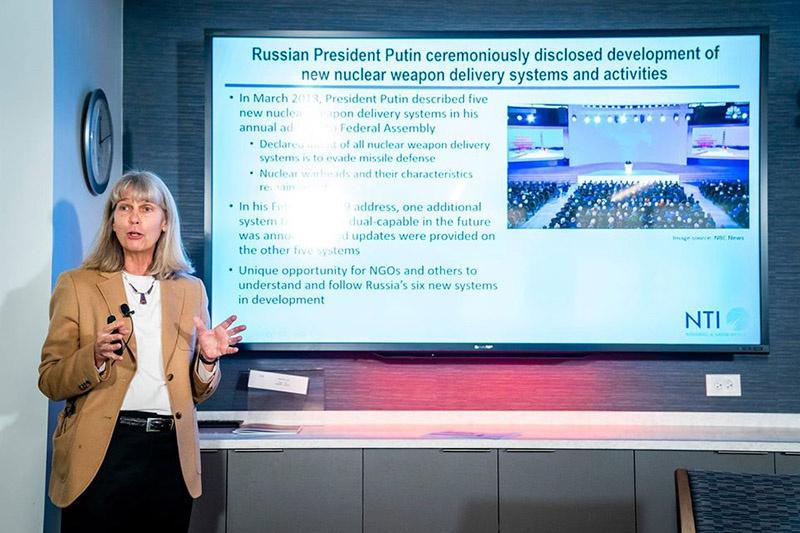 Специалист по разработкам боевых систем в КНР, РФ Джилл Хруби.