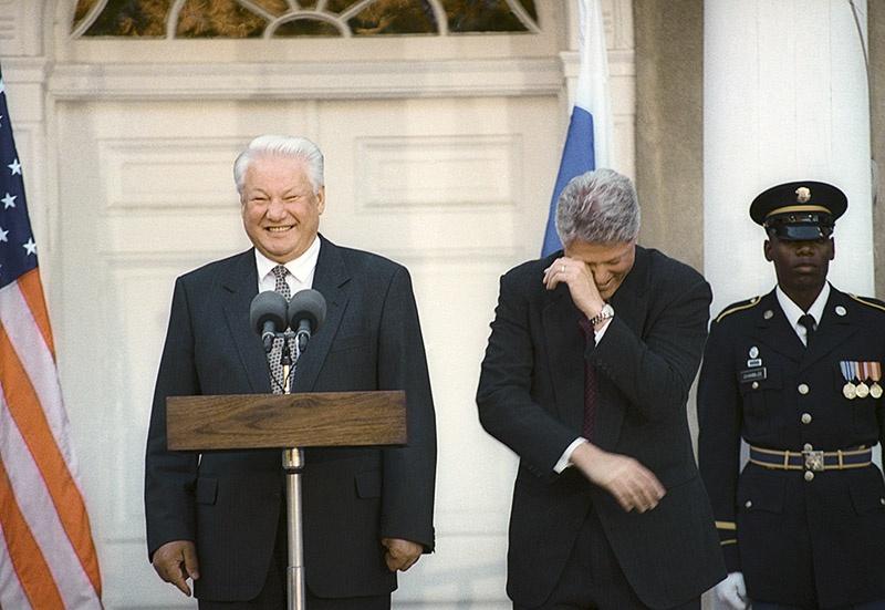 США благодаря Ельцину получили прибыли на сотни миллиардов долларов и ослабили Россию.