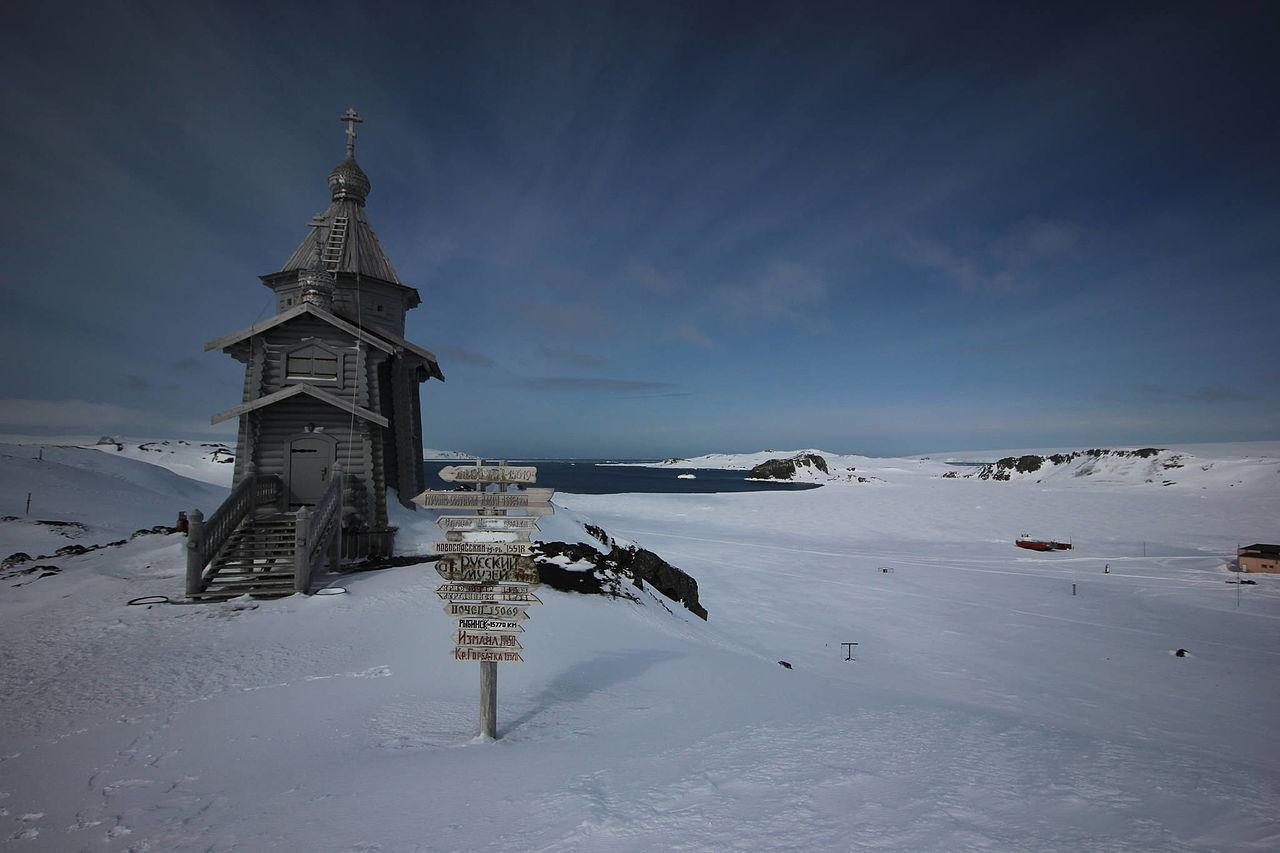 Церковь Святой Троицы на острове Ватерлоо (Южные Шетландские острова) в Антарктике.