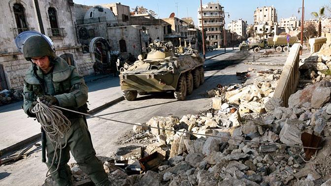 Российские военнослужащие в освобожденном Алеппо.