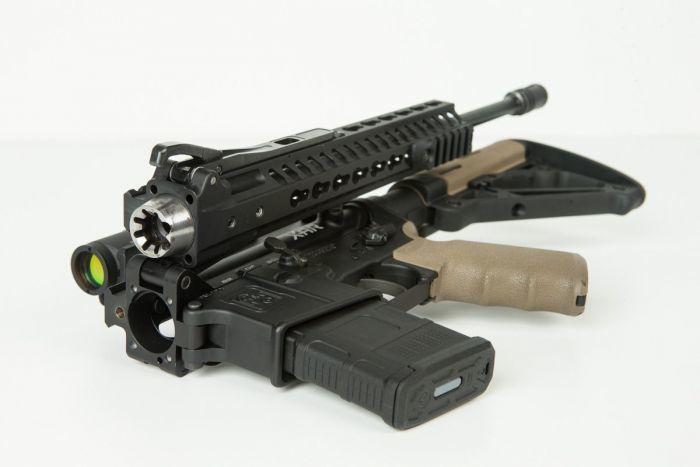 Длина винтовки XAR Invicta в сложенном состоянии составляет всего 40 см, а в боевое положение она приводится в течение 3-5 секунд.