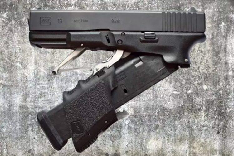Складной M3 Glock 19 за счёт наличия складной рукояти с лёгкостью помещается в кармане, но раскладывается в полноценный Glock 19.