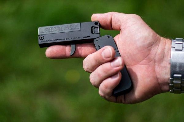 Пистолет LifeCard размерами напоминает зажигалку.