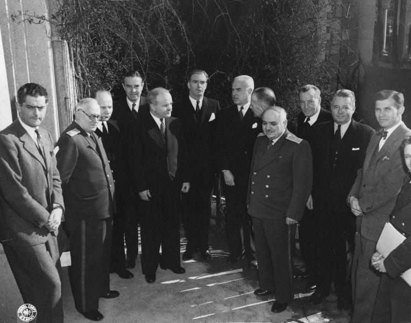 Советские, американские и британские дипломаты во время Ялтинской конференции.
