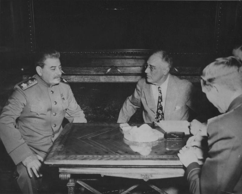 И.В. Сталин на переговорах с президентом США Ф. Рузвельтом во время Ялтинской конференции.