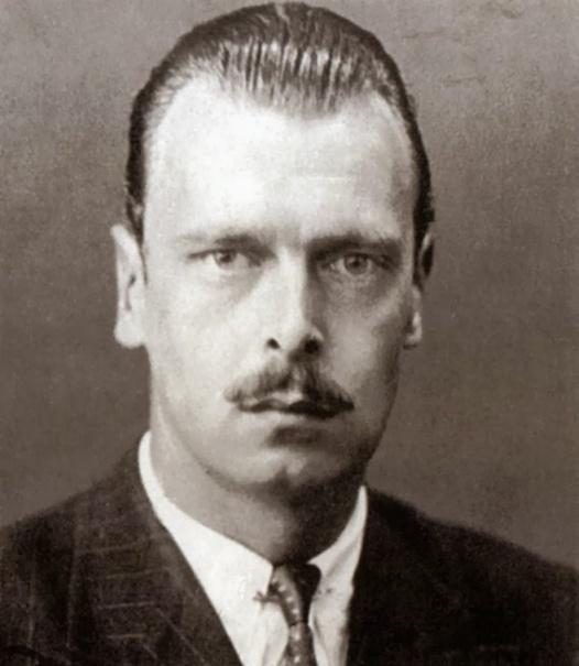 Владимир Кириллович, согласно династическому закону, уже не имел право себя называть великим князем.