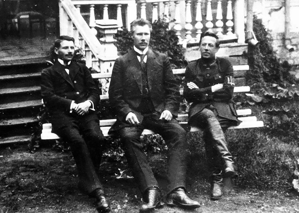Директория УНР в Каменце-Подольском (слева направо: Андрей Макаренко, Федор Швец, Симон Петлюра). 1919 год