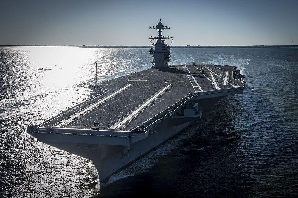 «Джеральд Форд» - это головной корабль в серии высокотехнологичных авианосцев нового поколения, которые в будущем должны составить костяк авианосных сил ВМС США.