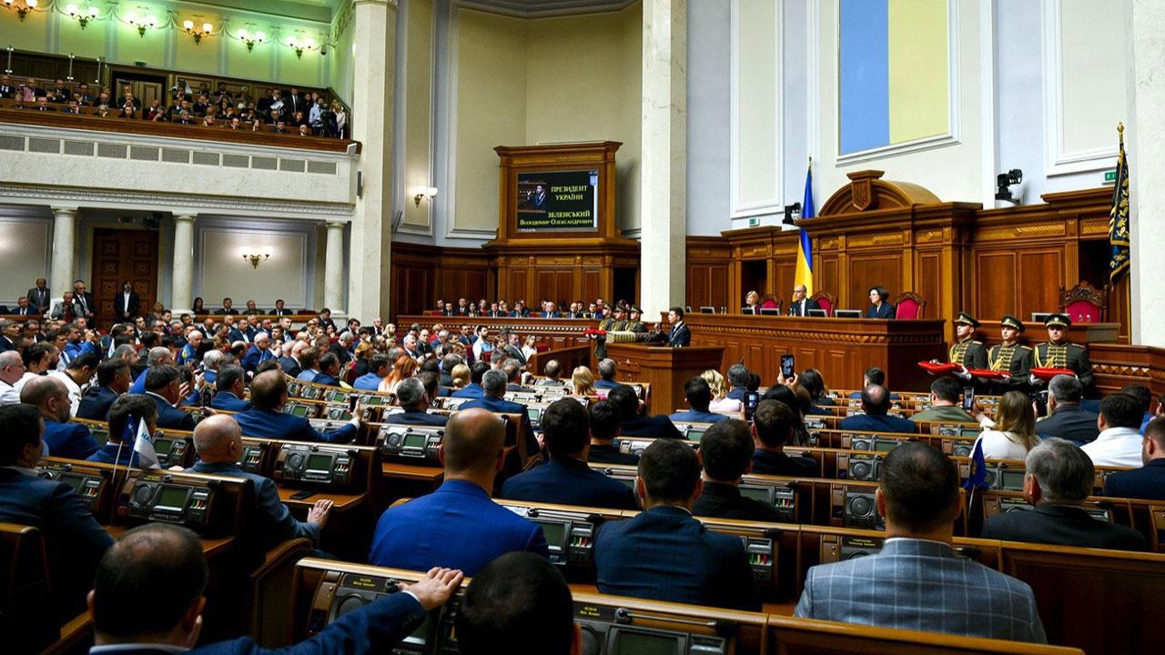 В правительстве, в составе парламентской фракции партии Зеленского «Слуга народа», даже в офисе президента большинство составляют люди Сороса.