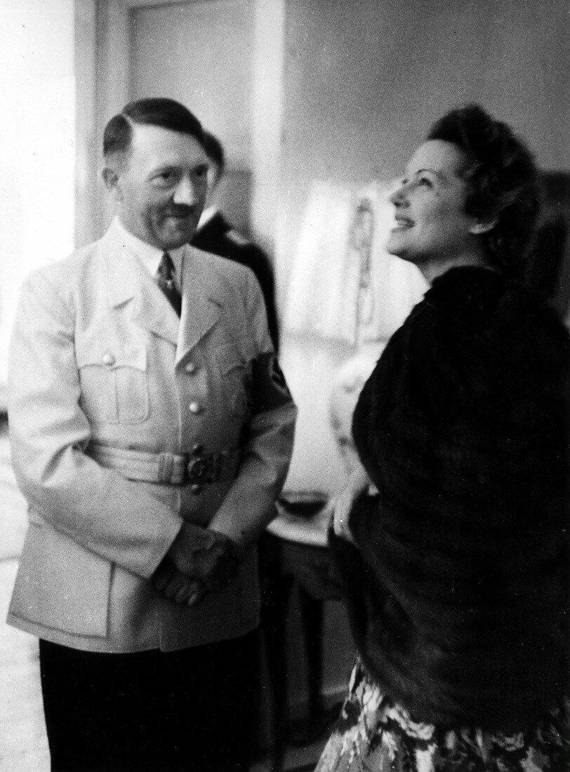 Адольф Гитлер покровительствовал Ольге как актрисе.