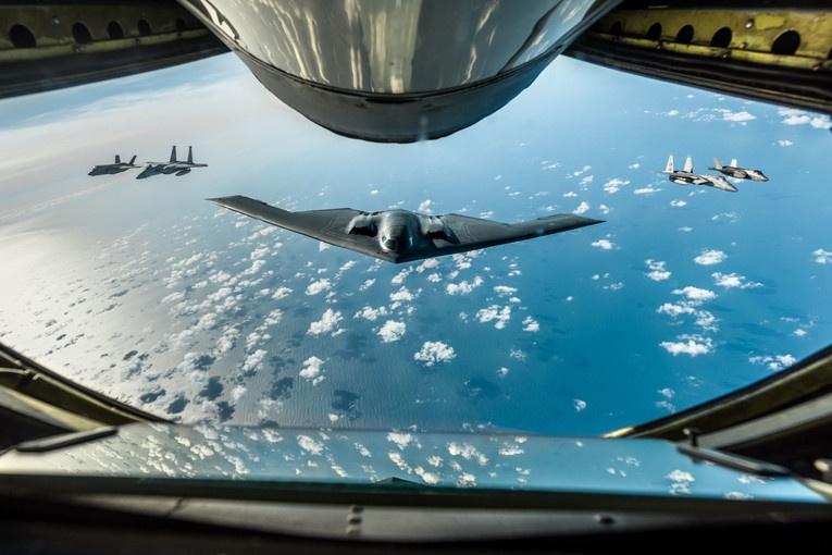 Бомбардировщики B-2, F-35 Lightning II, F-15 Eagles вошли в число средств «обеспечения превосходства».
