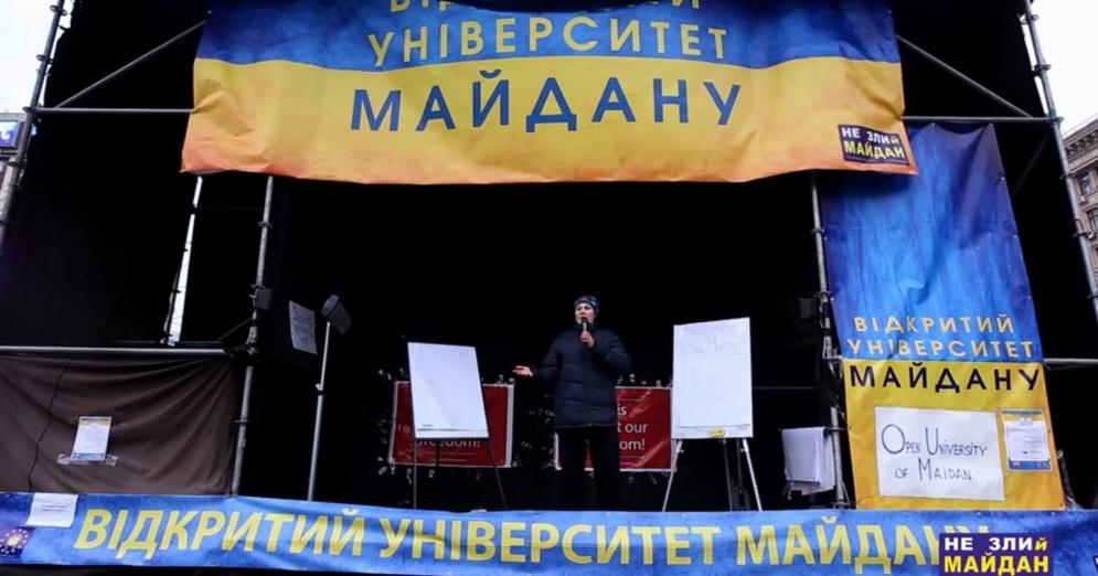 Татьяна Монтян читает лекцию в Открытом университете Майдана. 7 января 2014 года.