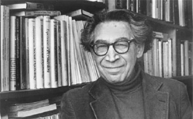 Леон Фестингер разработал теорию когнитивного диссонанса.