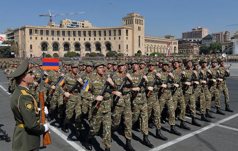 В Армении в рядах вооружённых сил служат приблизительно 45 -50 тысяч человек.