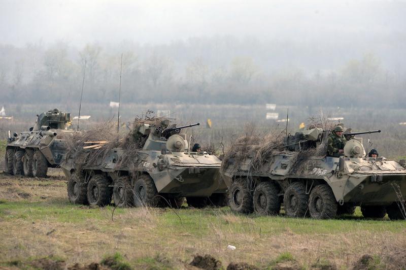 Армейское подразделение на боевом марше.