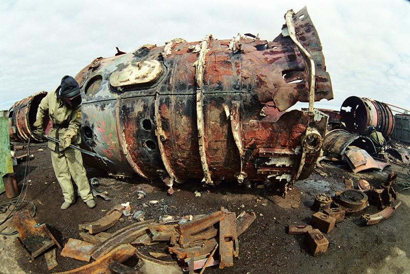 Утилизация корпуса атомной подводной лодки на предприятии «Звёздочка».