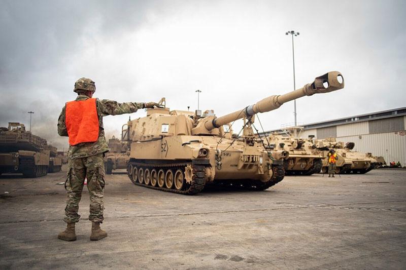 Запасы боевой техники из арсеналов НАТО.