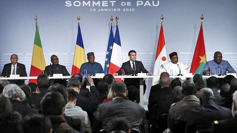 Президент Франции Эмманюэль Макрон с членами альянса - Сахельской группой пяти.
