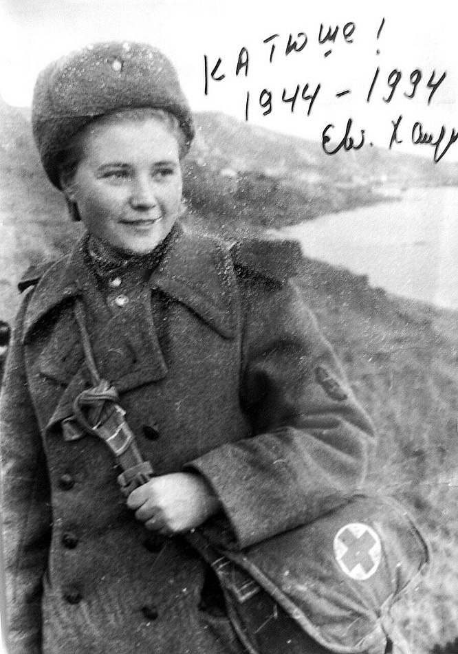 Санинструктор 369-го отдельного батальона морской пехоты Дунайской военной флотилии главный старшина Екатерина Илларионовна Михайлова.