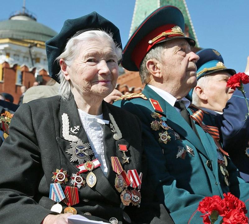 Екатерина Илларионовна Дёмина (Михайлова) на параде Победы 9 мая 2013 года.