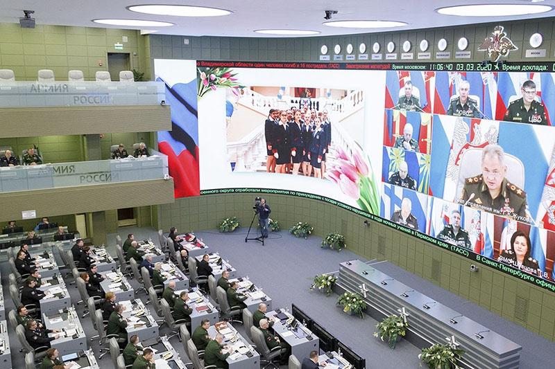 Сергей Шойгу на селекторном совещании поздравил всех женщин военнослужащих.