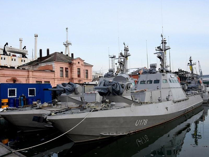 Из 60 штатных боевых кораблей, катеров и вспомогательных судов, базировавшихся в Крыму и Севастополе, украинские моряки смогли «оживить» только четыре единицы.