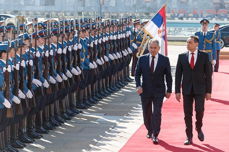 Россия рядом, недавний визит министра обороны России генерала армии Сергея Шойгу в Сербию.