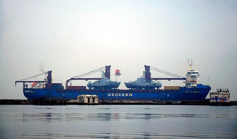 Два американских катера класса Island прибывают в Одессу.