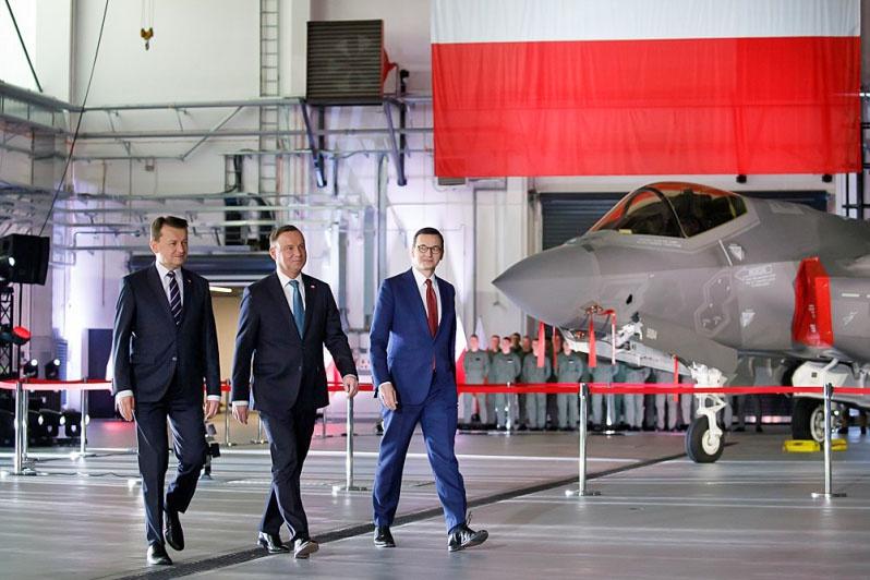 Польские министр обороны, президент и премьер-министр решили потратить пять миллиардов казённых долларов на закупку в США 32 самолётов F-35.
