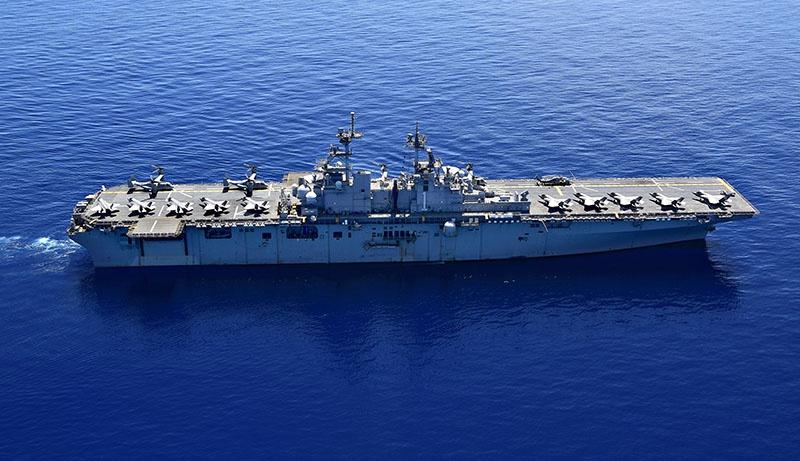 Универсальный десантный корабль USS Wasp с F-35 на борту.