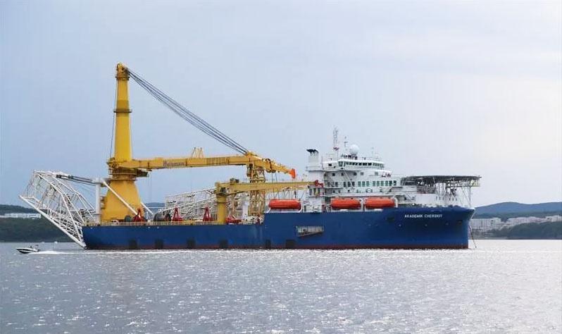 И сегодня Польша пытается блокировать «Северный поток-2», а прибалты требуют вернуть российский транзит в их порты.