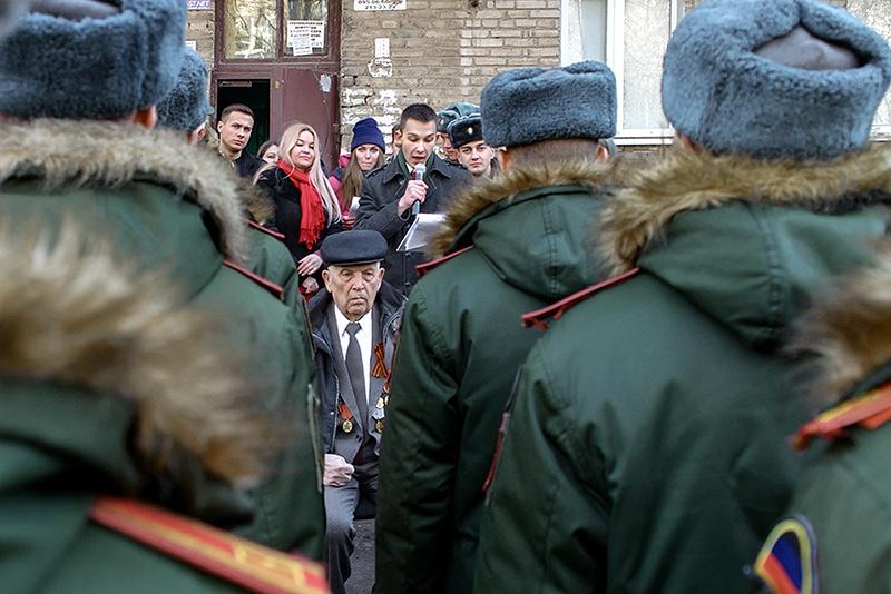 25 февраля этого года первый такой парад прошёл в Донецке по случаю 94-летия Алексея Филипповича Юнды.