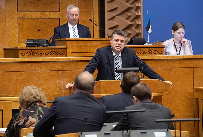 Глава эстонского МИД Урмас Рейнсалу оценил этот «ущерб» от советской «оккупации» в 1,2 млрд. евро.