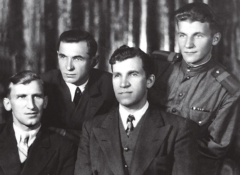 Евгений Ануфриев с братьями.