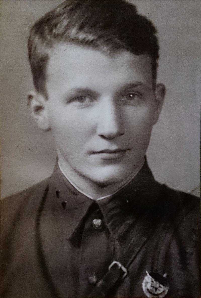 Евгений Александрович Ануфриев с орденом Красного Знамени.