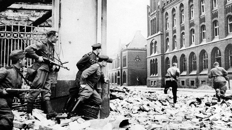 Бой на берлинской улице.