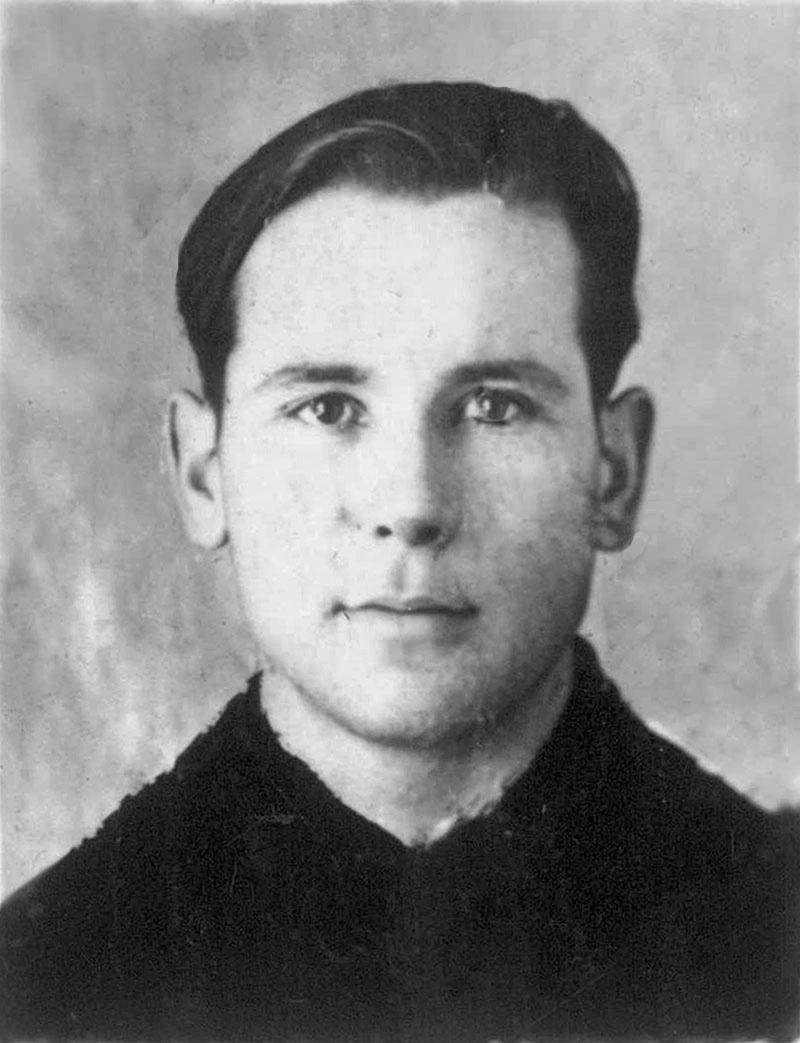 Капитан Самченко Василий Иванович, 1916 года рождения.