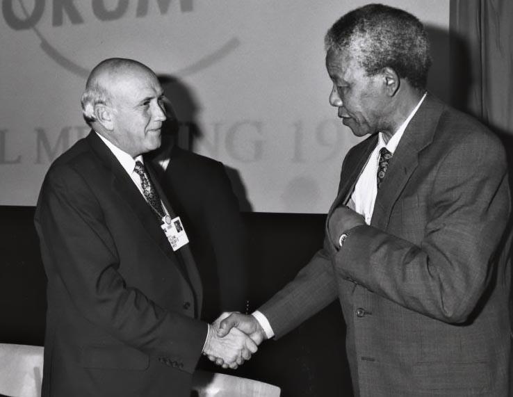 Последний белый президент ЮАР Фредерик Виллем де Клерк и первый черный президент Нельсон Мандела.