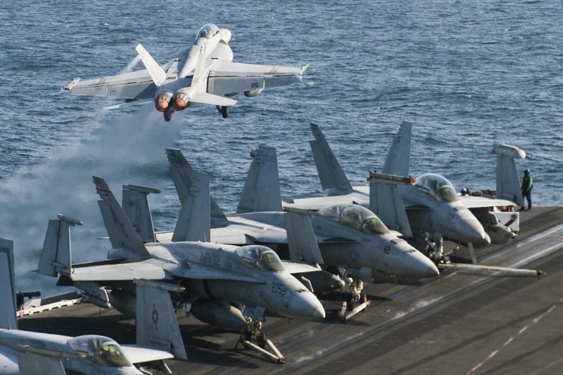 Авианосцы традиционно играли ключевую роль в поддержке морских десантных операций и ведении воздушной войны против берега.