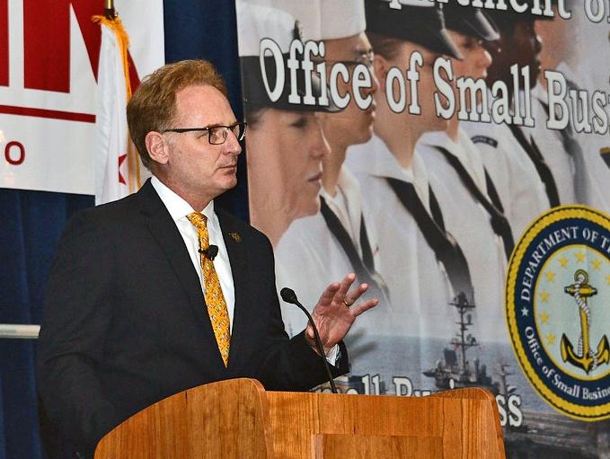 Исполняющий обязанности министра ВМС США Томас Модли.