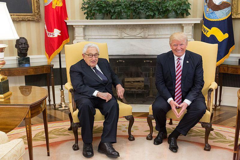 Небезызвестный Генри Киссинджер советовал Трампу «разрушить Евросоюз в целях не допустить превращения Европы в регион с мощным статусом».