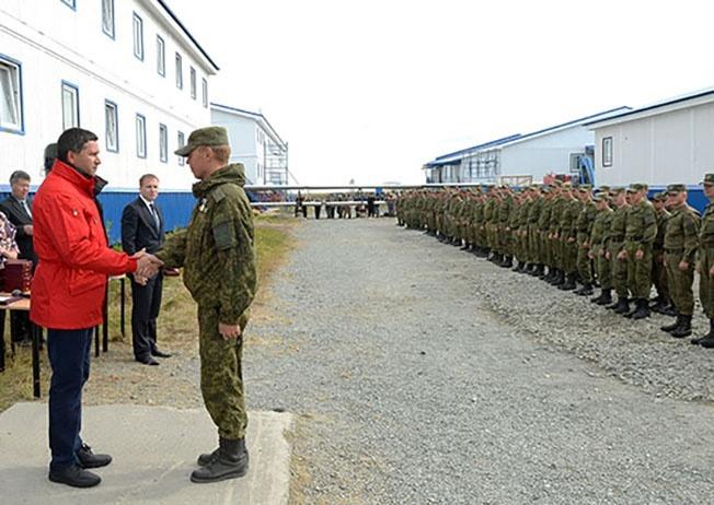 Многие солдаты и офицеры бригады РХБ защиты ЦВО были удостоены утверждённых правительством ЯНАО почётных медалей «За сохранение Арктики» и «За мужество и самоотверженность».