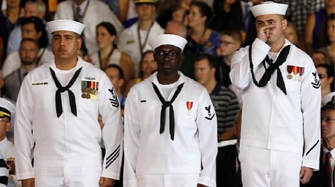 Упитанные американские моряки.
